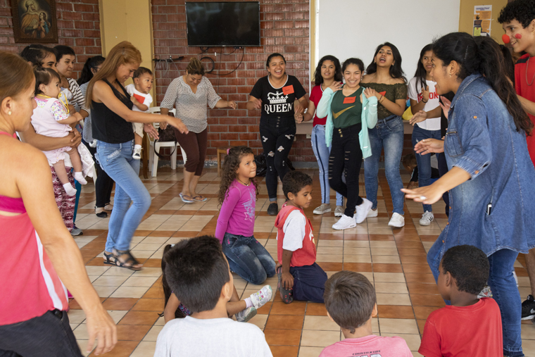 At Christmas, Peruvians try to make Venezuelan migrants feel at home