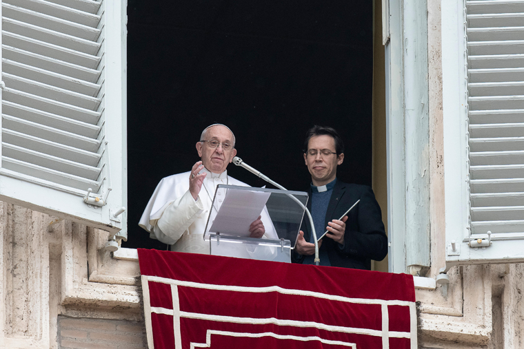 Resource not risk: Pope reflects on using social media for good