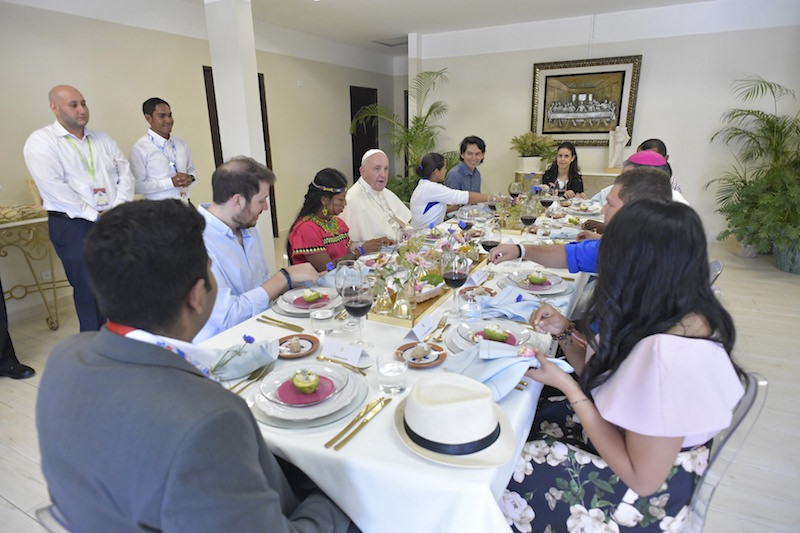 At lunch in Panama, U.S. pilgrim questions pope on abuse crisis