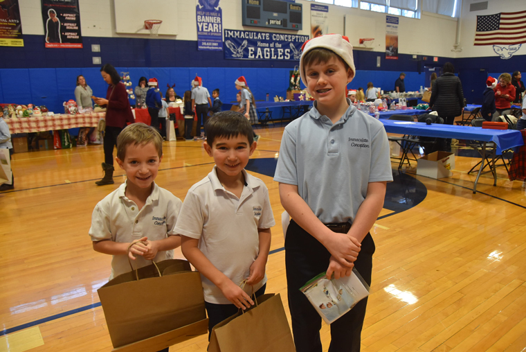 Big buddies guide tykes in IC School's season of giving