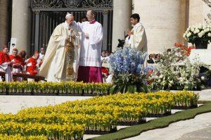 20190314T1104 25004 CNS VATICAN LITURGY FLOWERS 300x199 - POPE EASTER VATICAN