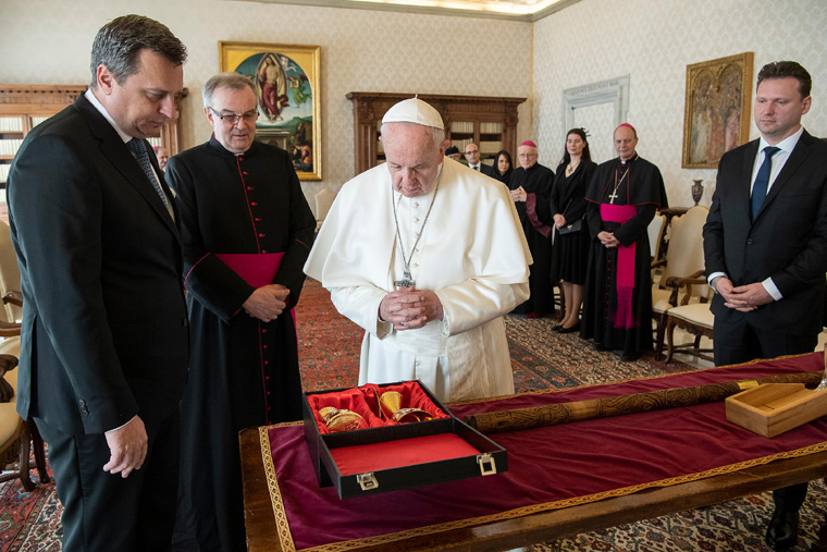 Honor Christian heritage by promoting solidarity, pope tells lawmakers