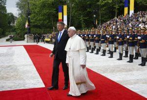 20190531T0556 69 CNS POPE ROMANIA ARRIVE 300x205 - PAPAL VISIT ROMANIA