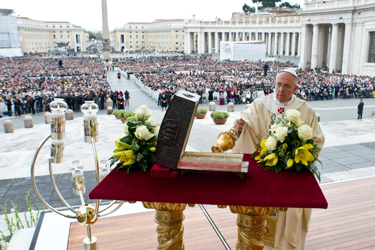 Pope gives relics of St. Peter to Orthodox patriarch