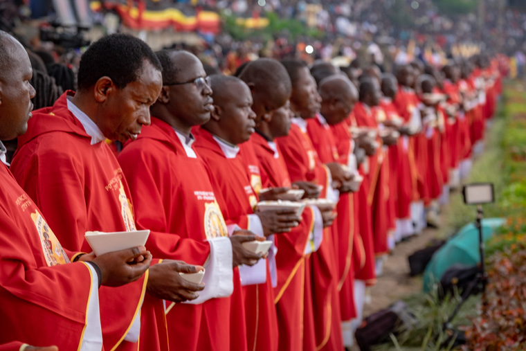 Hundreds of thousands travel for days to honor Uganda's martyrs