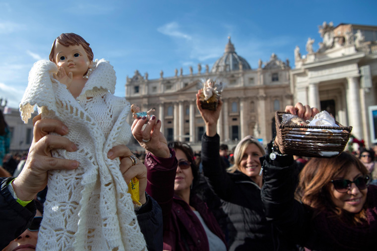 Pope blesses Nativity scene statues, calls them signs of God's love