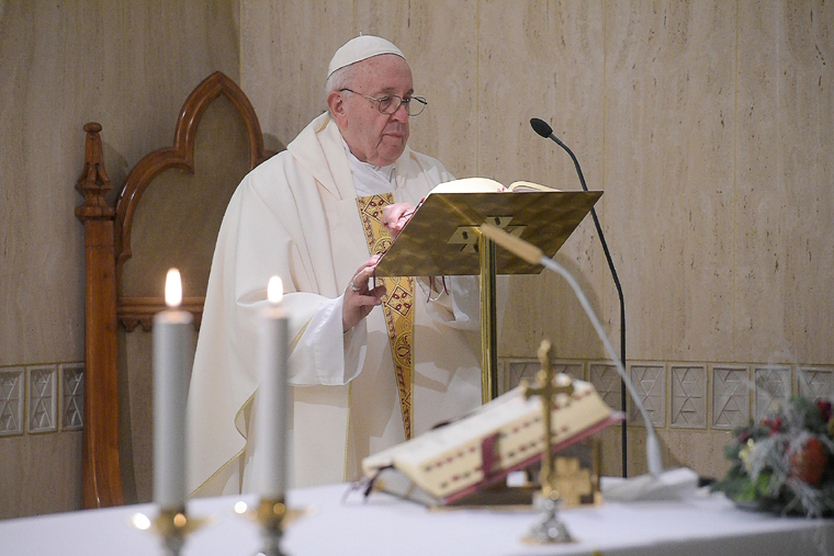 Pope prays for pastors to find ways to minister amid pandemic