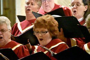 group sings 300x200 - group sings