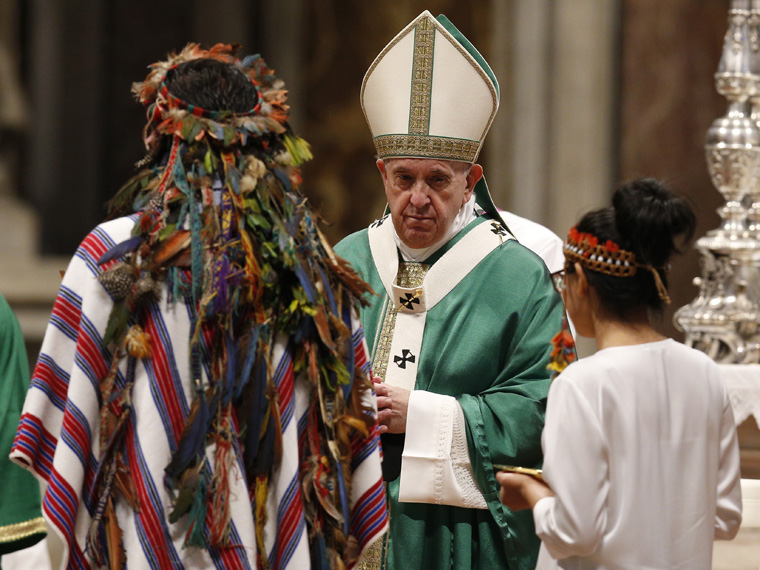 Pope sets up new commission to study women deacons
