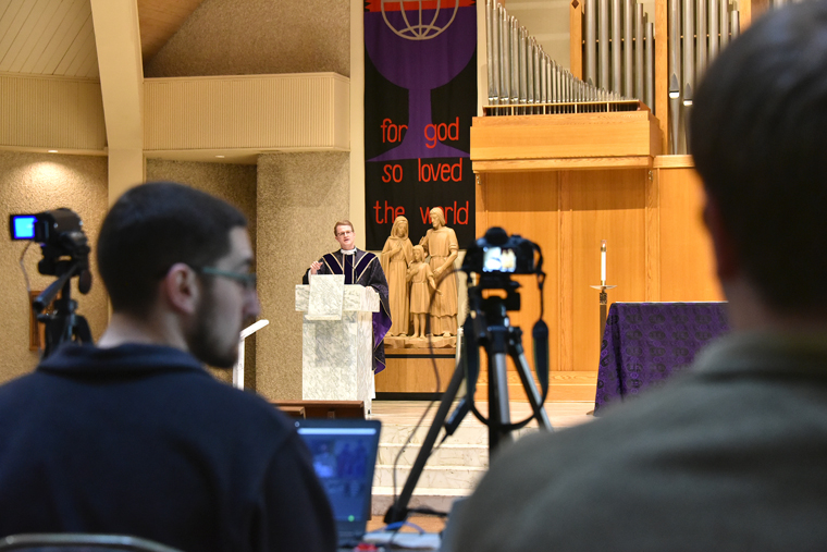 Tech-savvy Catholics help faithful tap into their parishes' online Masses