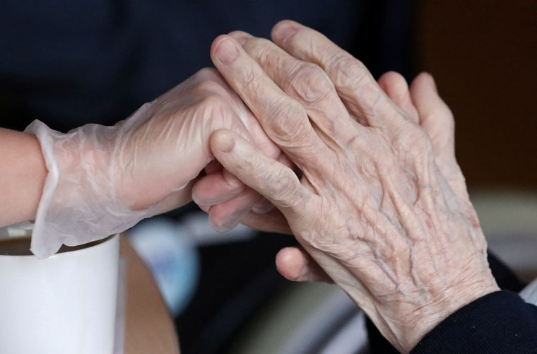 Pope prays for elderly fearful of dying alone