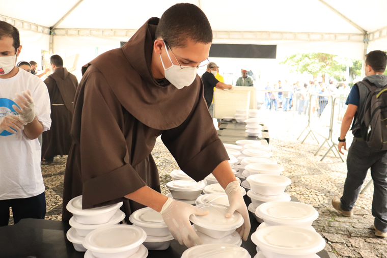 As unemployment grows, Sao Paulo Franciscans serve up to 4,000 meals daily