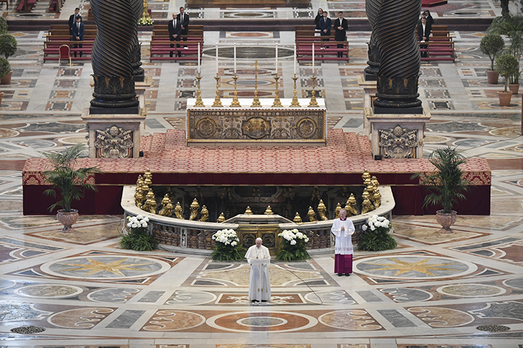 On Easter, Pope calls for hope, peace, care for poor