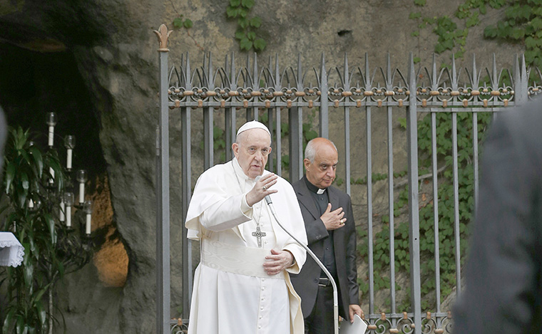 From Vatican Gardens, pope leads rosary to pray for pandemic's end