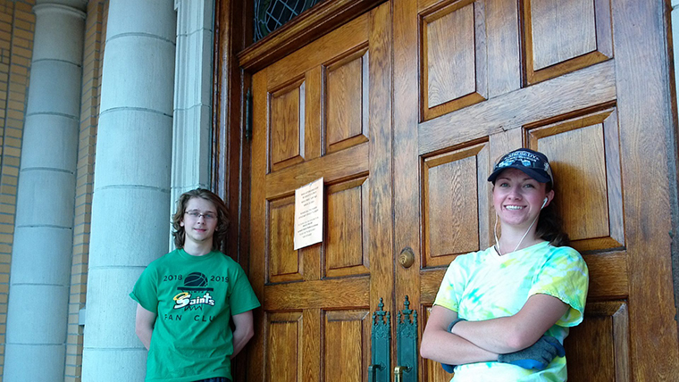 Gleam team: College students help  Johnson City church shine