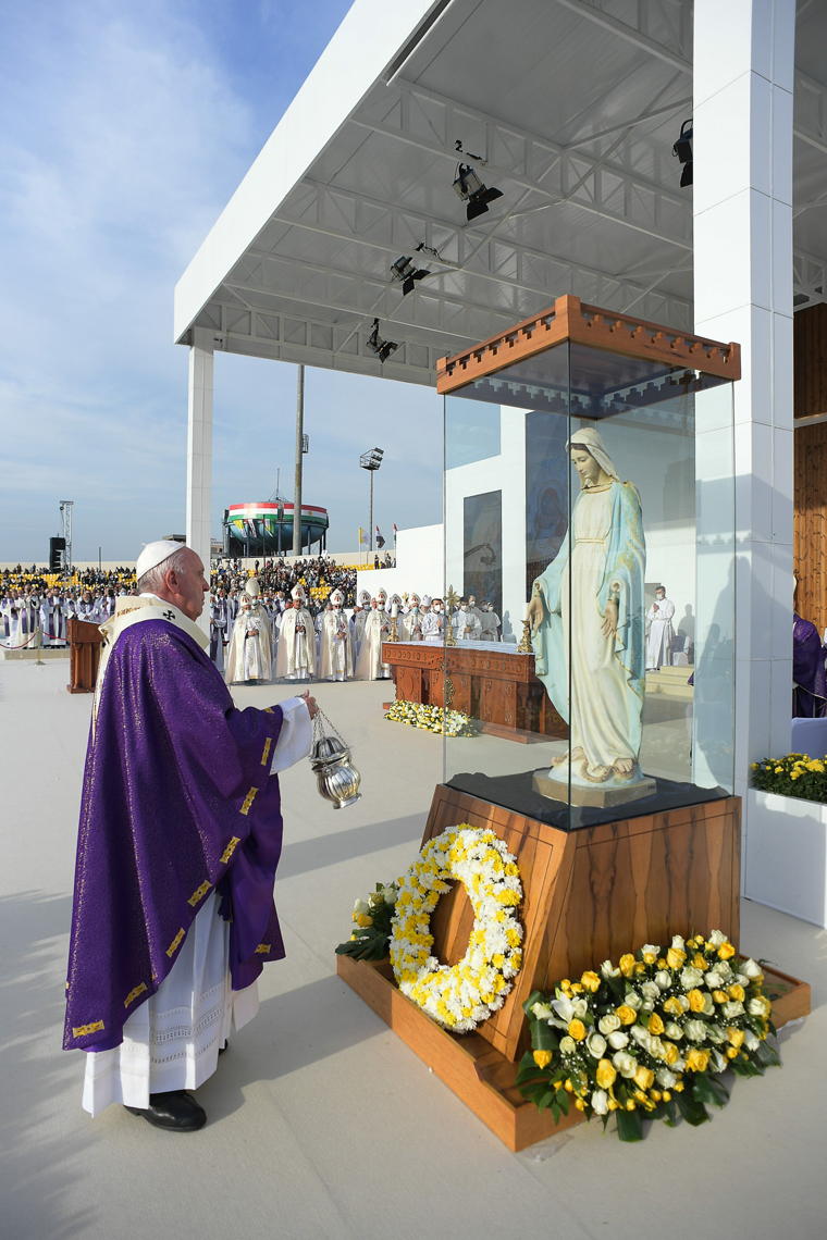 pic 2 20210307T1100 POPE IRAQ IRBIL MASS 1166165 color - Hostility, violence are 'betrayals' of religion, pope says in Iraq