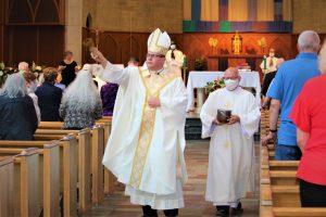 Bishop Lucia blesses congregation 300x200 - Bishop Lucia blesses congregation