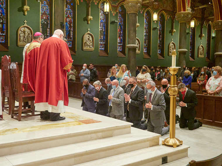 Opening Mass for Synodal Process takes 'stance of listening'