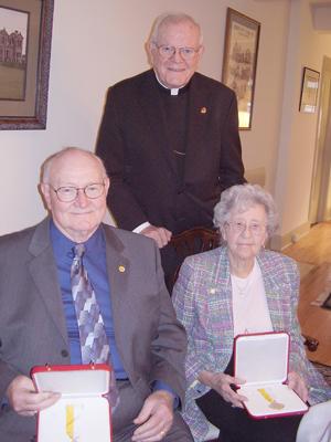 Papalhonors - Papal honors